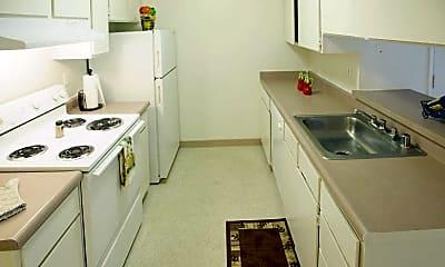 Pinewood Apartments, 1