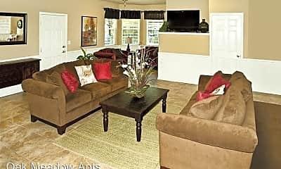 Living Room, 1450 Springfield Dr, 2
