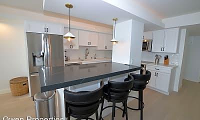 Kitchen, 1820 Avenida del Mundo #606, 1