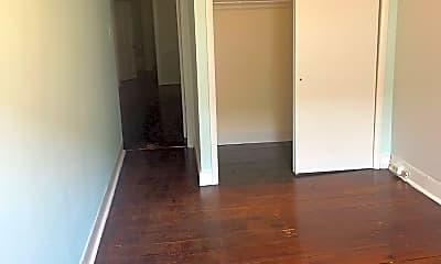 Bedroom, 54 E Franklin St, 2