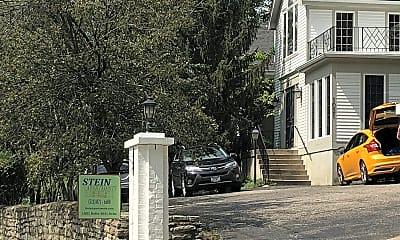 Stein Apartments, 1