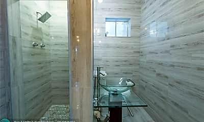 Bathroom, 1529 SW 32nd St W, 2