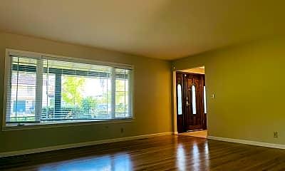 Living Room, 189 Belwood Gateway, 1