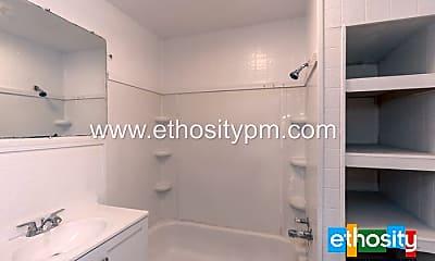 Bathroom, 802 N Lasalle St, 2