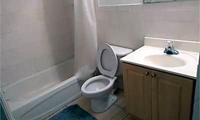 Bathroom, 401 SW 4th St, 2