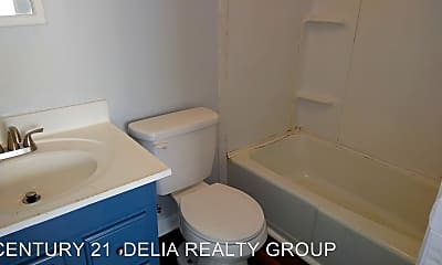 Bathroom, 1030 W 1st St, 2