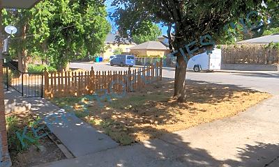Patio / Deck, 251 SE Kelly Ave, 2