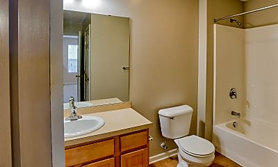 Bathroom, Hampton Knoll Apartments, 2