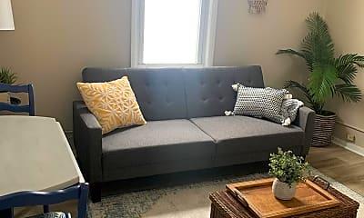 Living Room, 1110 Main St B, 1