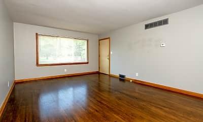 Living Room, 6102 E Oakwood Dr, 1