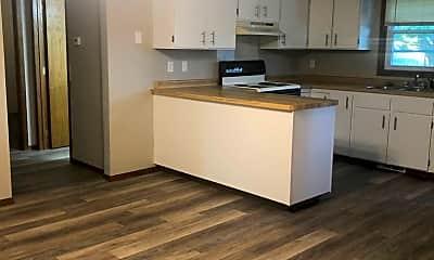 Kitchen, 1336 Meadow Ln, 1