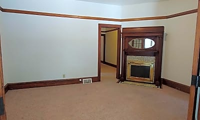 Bedroom, 915 College Ave, 1