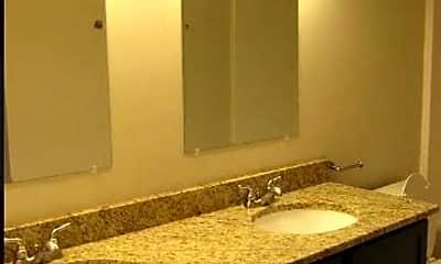 Bathroom, 715 W Clay St, 1