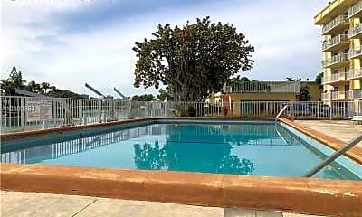 Pool, 130 Shore Dr E, 2