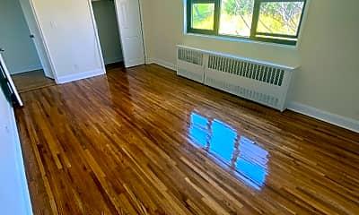Living Room, 81 Beacon Hill Dr 4G, 2