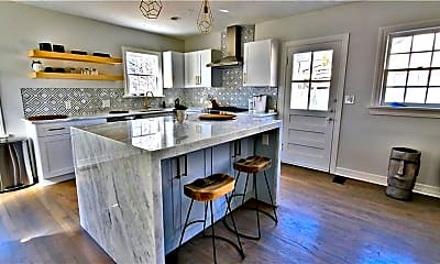 Kitchen, 1107 Woodlawn Pl, 1