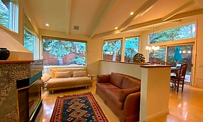 Living Room, 911 Waters Ave, 1