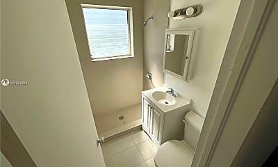 Bathroom, 1026 Euclid Ave 9, 2