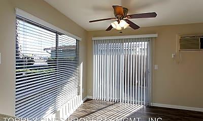 Living Room, 4116 Oregon St, 1