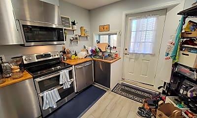 Kitchen, 1360 D St SE, Apt B, 1