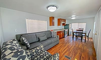 Living Room, 421 S Willow St, 1