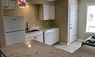 Kitchen, 6202 Gaston Ave 2A, 1