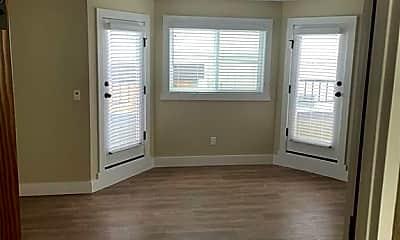 Living Room, 2806 Ocean Dr, 2
