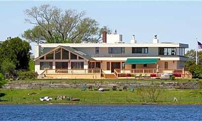 1205 Lake Dr, 2