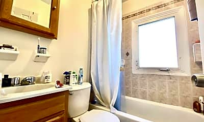 Bathroom, 165 India St, 2