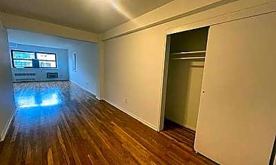 Bathroom, 2875 Bainbridge Ave, 2