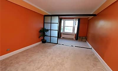 Living Room, 175-06 Devonshire Rd 6A, 0