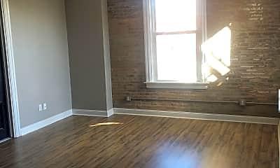 Living Room, 602 W King St, 1