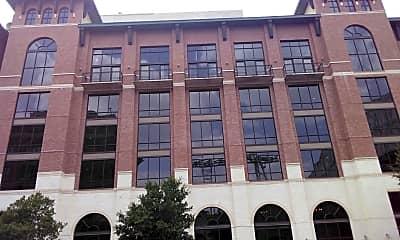 500 Crawford Apartments, 2