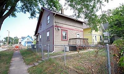 Building, 1601 6th Ave SE, 2