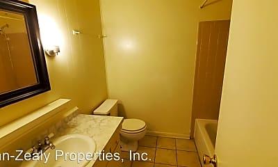 Bathroom, 814 Bilbro St, 2