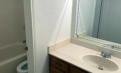 Bathroom, 417 Withers St, 2