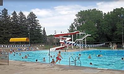 Pool, 1005 Parkway Dr, 2