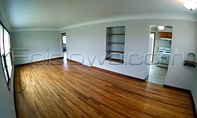 Building, 3820 Oakland Rd NE, 1