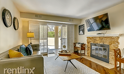 Living Room, 7067 Camino Degrazia, 1