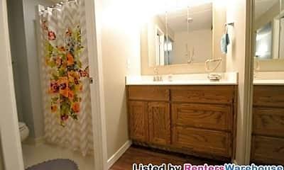 Bathroom, 3300 Louisiana Ave, 2