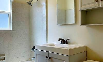 Bathroom, 1327 Oak St, 2