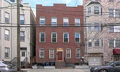 Building, 120 Monroe St 3R, 1