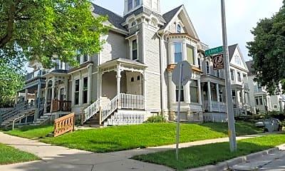 Building, 303 E Lloyd St, 1