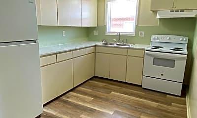 Kitchen, 623 SW Summit Ave, 1