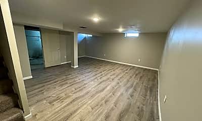 Living Room, 1633 W Bender Rd, 2