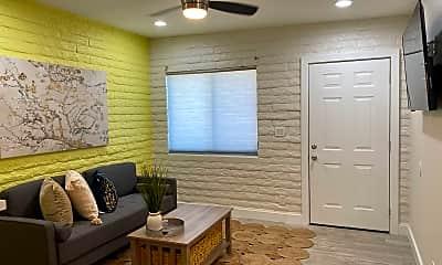 Living Room, 2930 N 30th St 1, 0