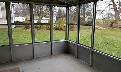 Patio / Deck, 8679 Maplecrest Dr, 2