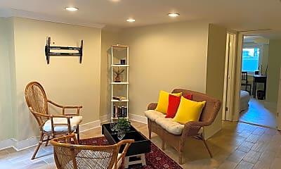 Living Room, 637 8th St NE B, 1