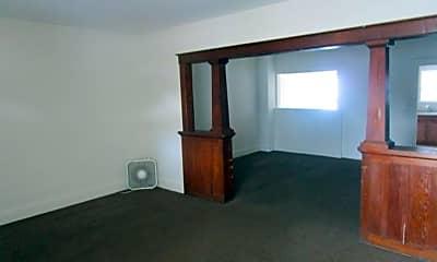 Bedroom, 500 W Elm St, 1