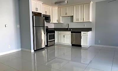 Kitchen, 632 N Manhattan Pl, 1
